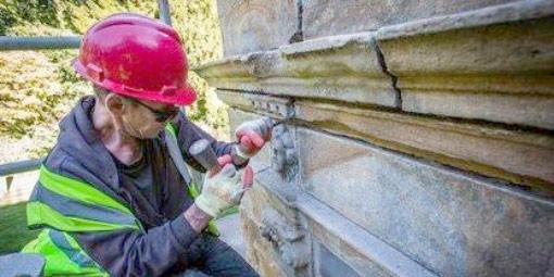 Renovace a čištění pískovcových fasád